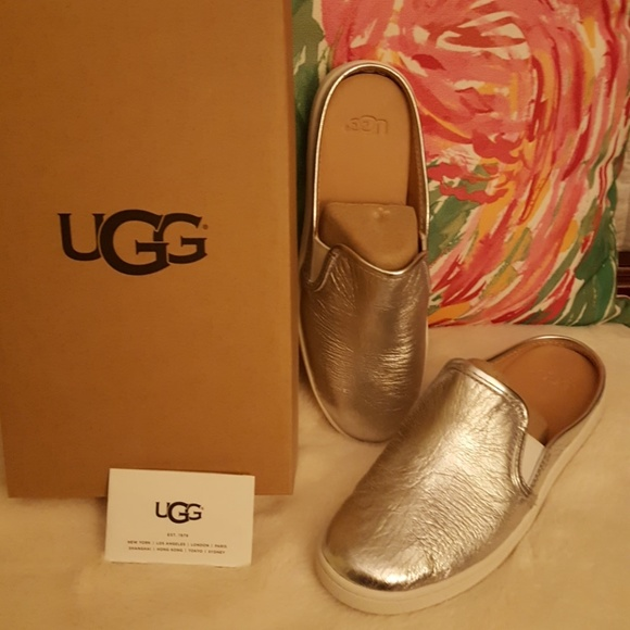 f6ecd3a209e NWT Brand New UGG Luci Metallic Silver Leather NWT